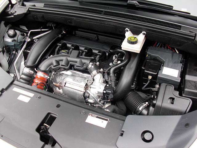 シトロエン DS5 1.6L直噴ツインスクロールターボエンジン 画像