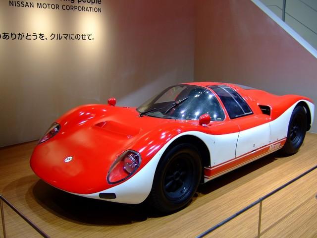 日産ブースは往年のレーシングマシンR380がお出迎え。日産80周年の歴史のひとつ